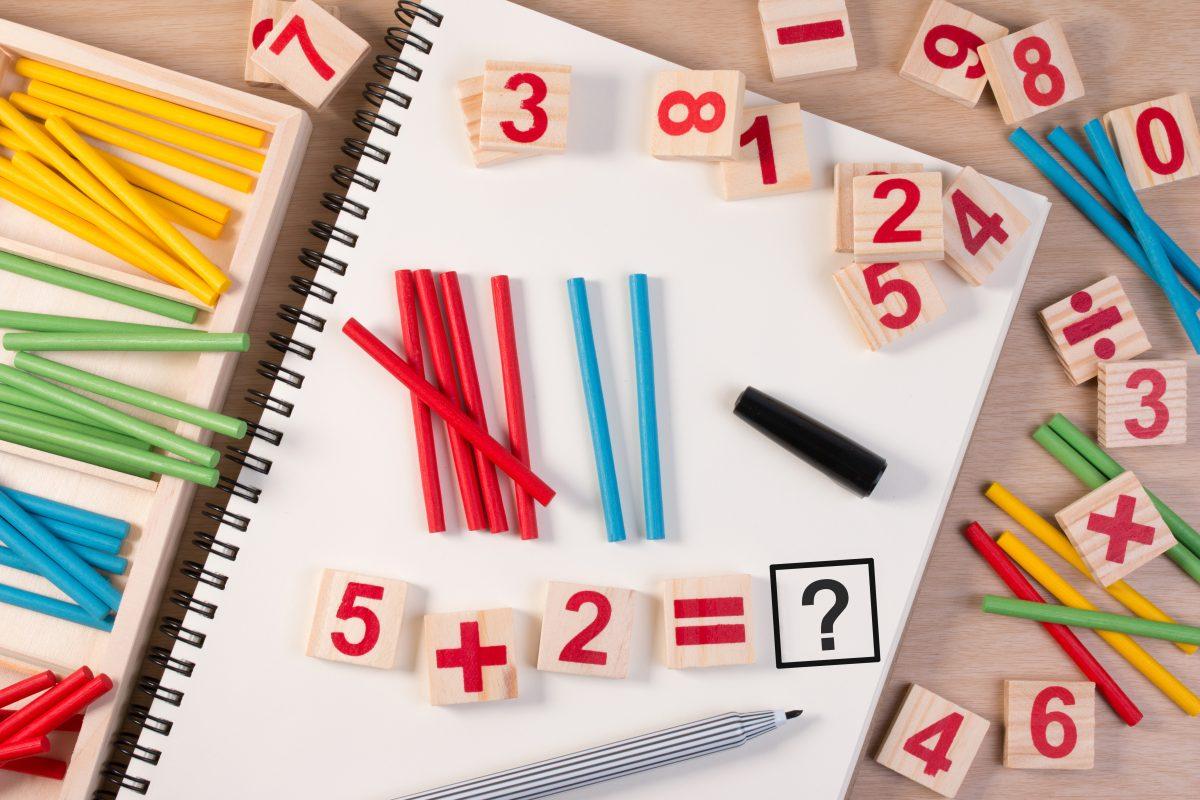 Pensare con le mani: l'approccio laboratoriale all'insegnamento della matematica